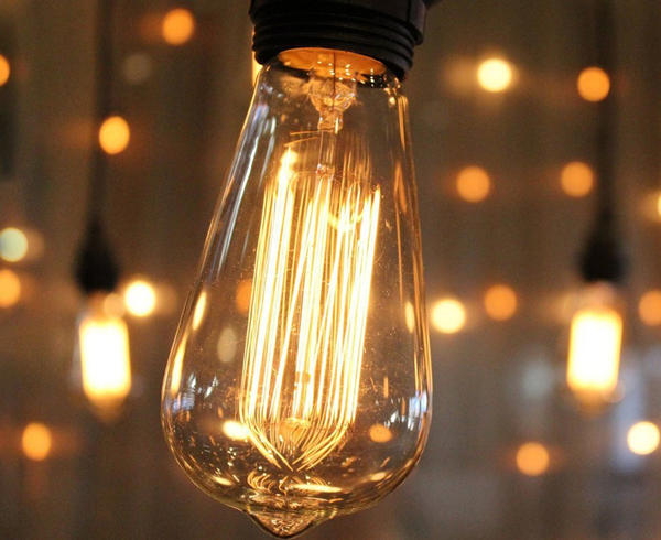 One of the best features of incandescent bulbs is the feeling of warmth they provide. A squirrel cage bulb has a colour temperature ... & Interior Design Ideas Using Squirrel Cage Light Bulbs